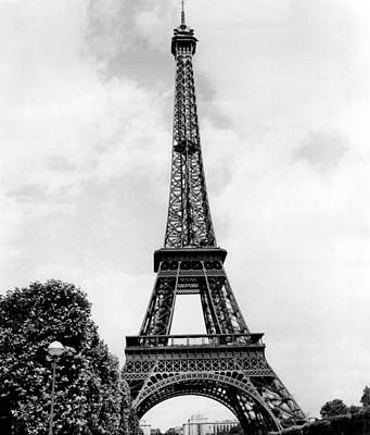 Vintage Eiffel Tower Photograph - Eiffel Tower Reaches Upward. by Retro Images Archive