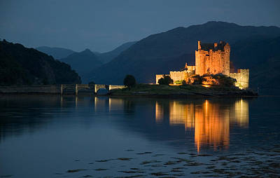 Eilean Donan Castle At Night Art Print by Jeremy Voisey