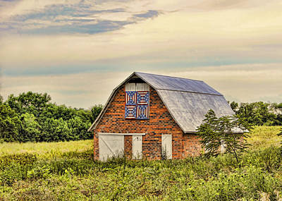 Block Quilts Photograph - Electric Fan Quilt Barn by Cricket Hackmann