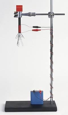 Electromagnetic Experiment Using Battery Print by Dorling Kindersley/uig
