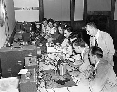 Electronics Photograph - Electronics Class by Underwood Archives