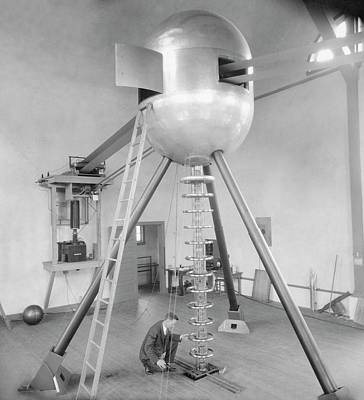 Generator Photograph - Electrostatic Generator by Emilio Segre Visual Archives/american Institute Of Physics