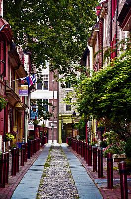 Elfreths Alley Photograph - Elfreths Alley In Old City by Bill Cannon