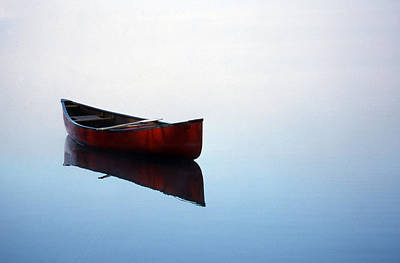 Red Canoe Photograph - Elizabeth's Canoe by Skip Willits