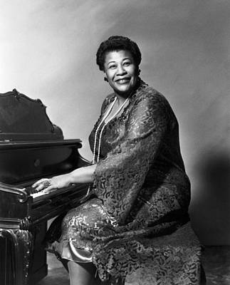 Photograph - Ella Fitzgerald (1917-1996) by Granger