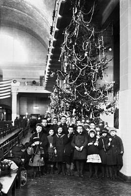 Photograph - Ellis Island: Christmas, 1920 by Granger