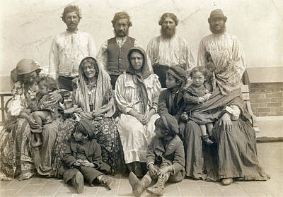 Photograph - Ellis Island Family, 1906 by Granger