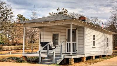 Shotgun Houses Wall Art - Photograph - Elvis Presley Birth Place by JC Findley