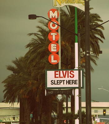 Photograph - Elvis Slept Here Sign by Kay Novy