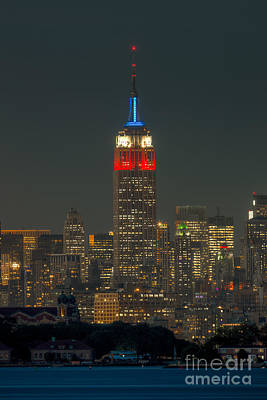 Photograph - Empire State Building 911 Tribute by Clarence Holmes