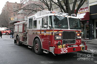Photograph - Engine 325 Fdny by Steven Spak