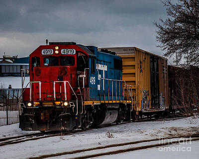 Photograph - Engine 4919 by Ronald Grogan