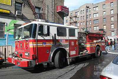 Photograph - Engine Co 81 Fdny by Steven Spak