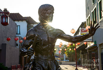 Bruce Lee Photograph - Enter The Dragon - Bruce Lee Statue In Chinatown. by Jamie Pham