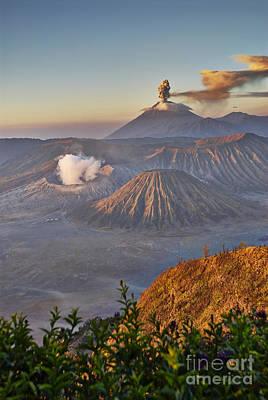 eruption at Gunung Bromo Original