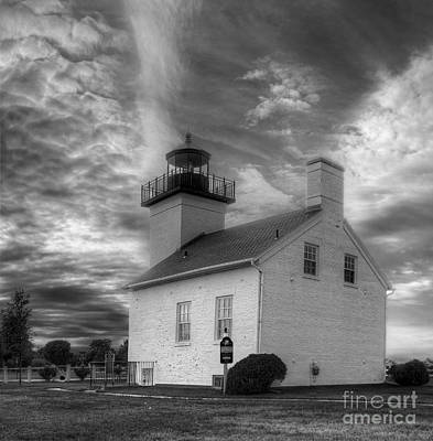 Esacanaba Lighthouse In Black And White Art Print
