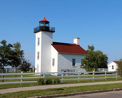Photograph - Escanaba Lighthouse by George Jones
