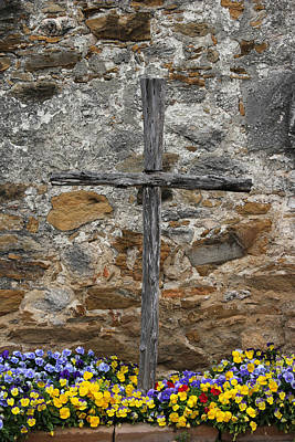 Photograph - Espada Cross With Pansies by Mary Bedy