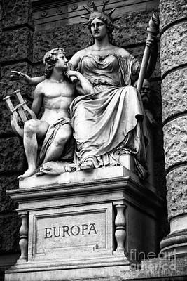Photograph - Europa Statue by John Rizzuto