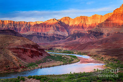 Red Cliff Photograph - Evening At Cardenas by Inge Johnsson