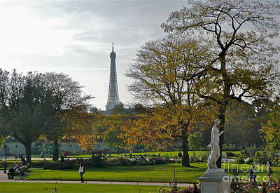 Eye Full In Jardin De Tuileries Art Print