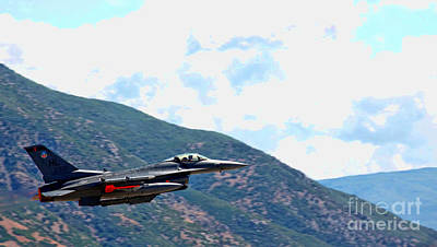 Photograph - F-16 Flyby by Richard Lynch