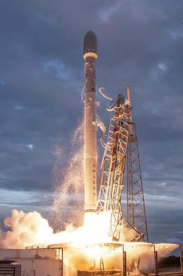 Falcon 9 Rocket Launch By Spacex Art Print
