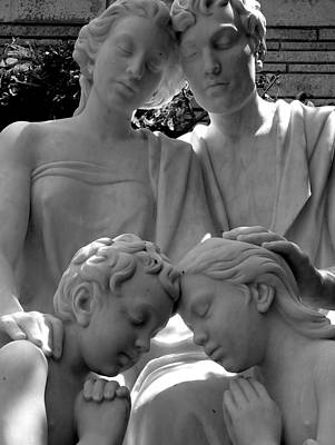 Photograph - Family In Prayer Statue by Jeff Lowe