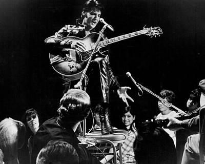Elvis Presley Photograph - Fans Surround Elvis Presley by Retro Images Archive