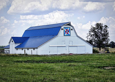 Barn Quilts Photograph - Farmers Daughter Quilt Barn by Cricket Hackmann