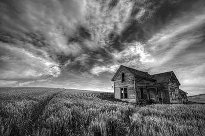 Contour Farming Photograph - Farmhouse B And W by Latah Trail Foundation