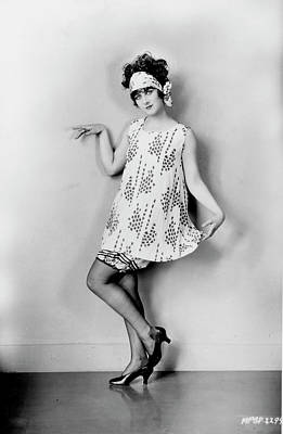 Photograph - Fashion A Flapper, 1925 by Granger