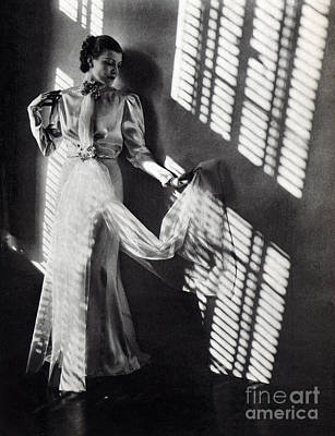 Evening Gown Photograph - Fashion Model, 1937 by Science Source