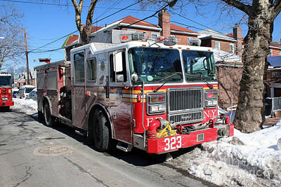 Photograph - Fdny Engine 323 by Steven Spak