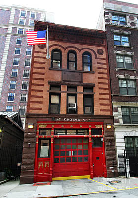 Photograph - Fdny Engine 47 Firehouse by Steven Spak