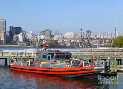 Photograph - Fdny Fireboat The Bravest by Steven Spak