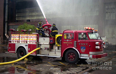 Photograph - Fdny Satellite 3 by Steven Spak