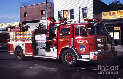Photograph - Fdny Satellite 4 by Steven Spak