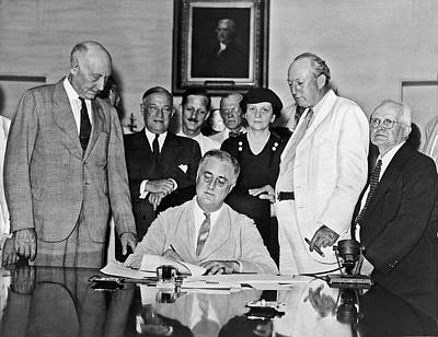 Fdr Signs Social Security Bill Print by Underwood Archives
