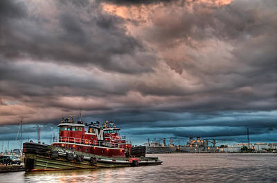Photograph - Fells Point Tug by Chuck Robinson