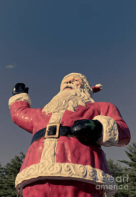 Photograph - Fiberglass Santa Claus by Edward Fielding