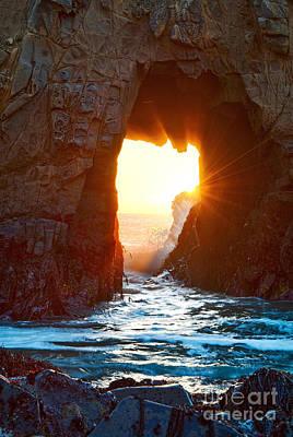 Fireburst - Arch Rock In Pfeiffer Beach In Big Sur. Art Print by Jamie Pham