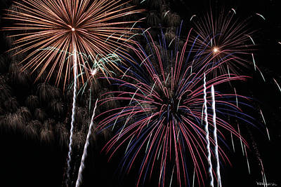 Forth Of July Photograph - Fireworks 6 by Andrew Nourse