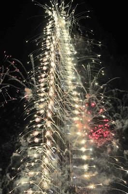 Photograph - Burj Khalifa Fireworks 7 by Dragan Kudjerski