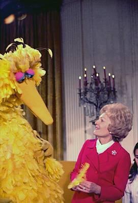 First Lady Pat Nixon Meeting With Big Art Print by Everett