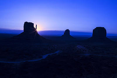 Photograph - First Light Monument Valley by Garry Gay