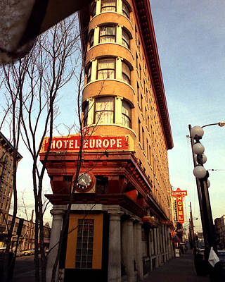 Photograph - Flatiron Bldg - Hotel Europe by Robert  Rodvik