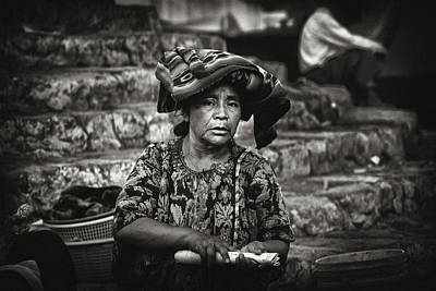 Guatemala Photograph - Flower Vendor by Tom Bell