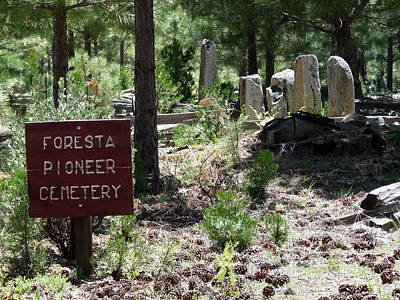 Photograph - Foresta Pioneer Cemetery by Jeff Lowe