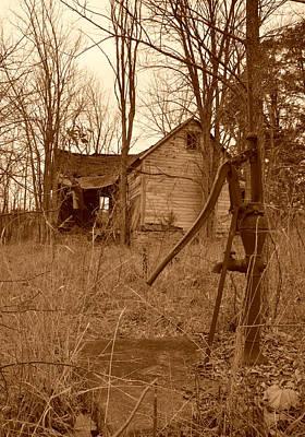 Photograph - Forgotten Farmhouse by Linda Shannon Morgan